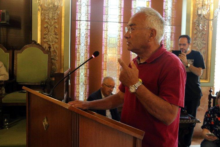 El lleidatà que va patir una aturada cardiorespiratòria l'1-O, Enric Sirvent, exposant el seu testimoni al Ple de la Paeria de Lleida