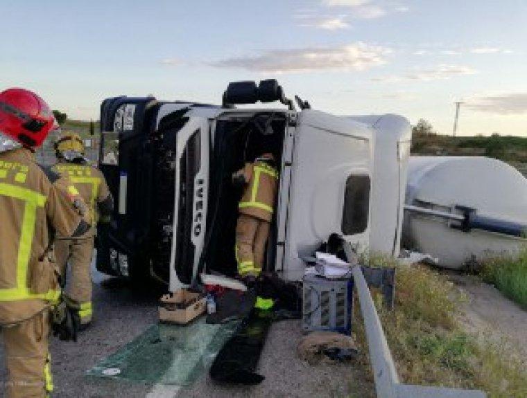 Els Bombers van treure l'home del camió