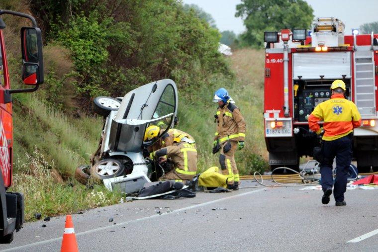 En el sinistre es van veure implicats tres vehicles.