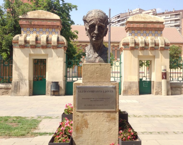 Imatge de l'estàtua d'homenatge a Lluís Companys ja neta de l'esprai vermell