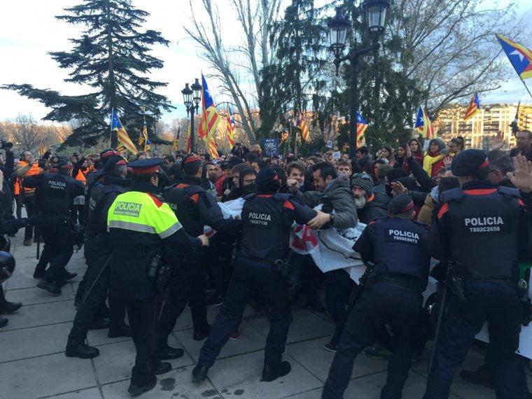 Imatges de les càrregues policials viscudes el dia de la manifestació