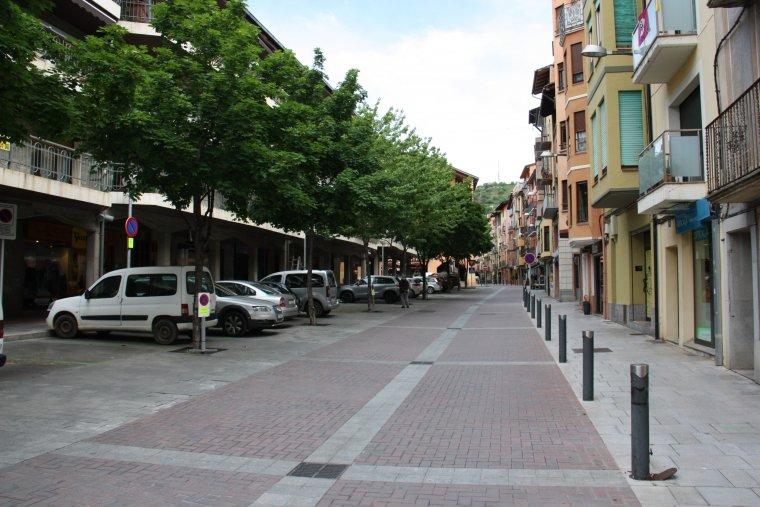 Pla general de la part sud del carrer Major de la Seu d'Urgell, que a partir d'aquest dimarts acollirà parades d'alimentació del mercat
