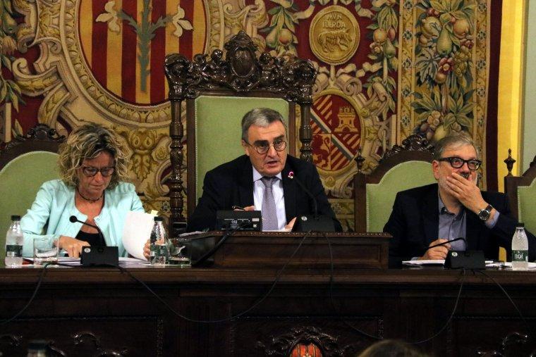 Pla mig de l'alcalde de Lleida, Àngel Ros, amb els tinents d'alcalde Montse Mínguez i Félix Larrosa