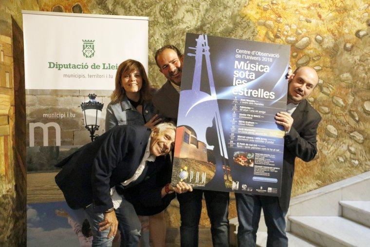 Representants institucionals i culturals, amb el cartell del 9è cicle 'Música sota les Estrelles', en la seva presentació a la Diputació de Lleida