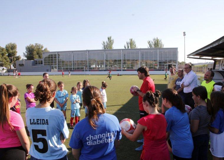 Una reunió al camp de futbol d'Alpicat