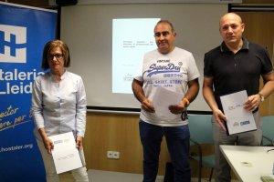 El president i el secretari general d'Hostaleria de Lleida, Josep Castellarnau i Ramon Solsona, respectivament, amb la presidenta de Càmpings Lleida, Marta Cortina