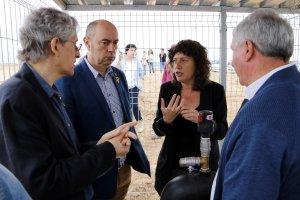 Pla mig de la nova consellera d'Agricultura, Teresa Jordà, al costat de l'alcalde de Balaguer, Jordi Ignasi Vidal