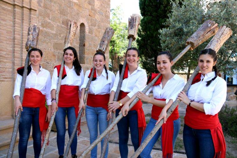 Imatge de sis de les nou fallaires dones que han participat a la festa de la Pobla de Segur