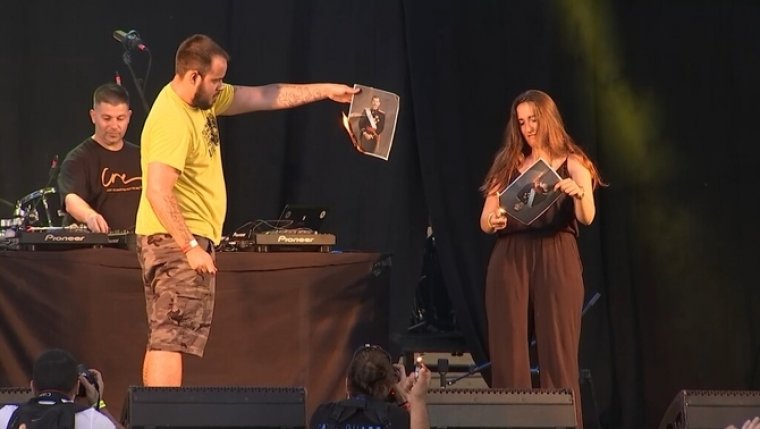Pablo Hasel cremant la foto del Rei