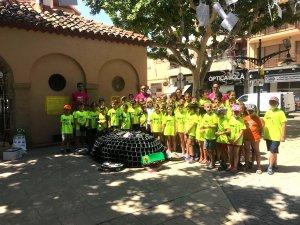 El grup de nens de les estades d'Agramunt que han dissenyat la tortuga.