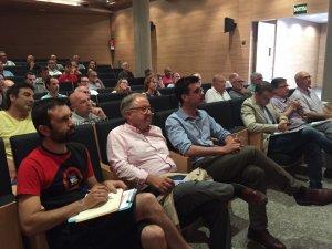 Els regidors del grup del PDeCAT-Unió a l'Ajuntament de Lleida, Toni Postius i Paco Cerdà, amb el regidor de la Crida-CUP, Pau Juvillà, durant la reunió organitzada