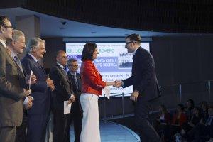 Imatge de l'Oriol Yuguero recollint el premi