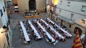 La jornada va continuar amb un sopar popular a la Plaça de la vila d'Almenar.