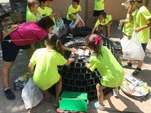 La tortuga ha estat elaborada amb elements reciclats.