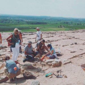Pla general dels arqueòlegs excavant al poblat ibèric del Gebut