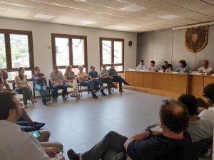 Reunió entre la consellera d'Agricultura, Teresa Jordà, i ramaders, a Sort