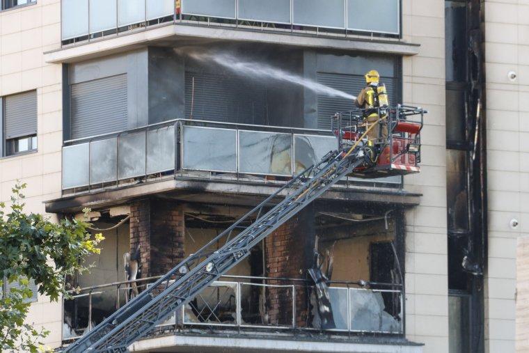 Fins a cinc dotacions dels Bombers de la Generalitat han treballat en l'incendi.