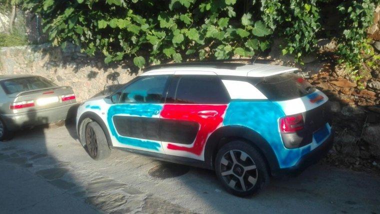 Imatge del cotxe pintat