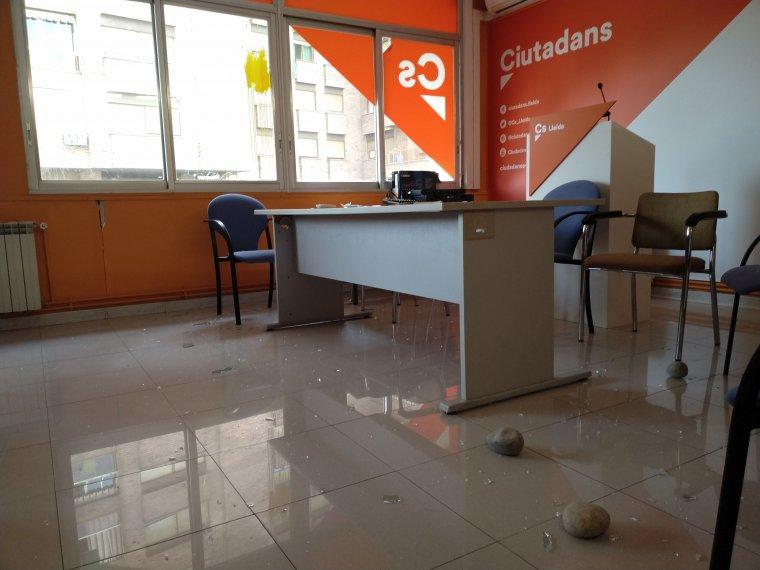 Imatge dels danys a la seu de Ciutadans