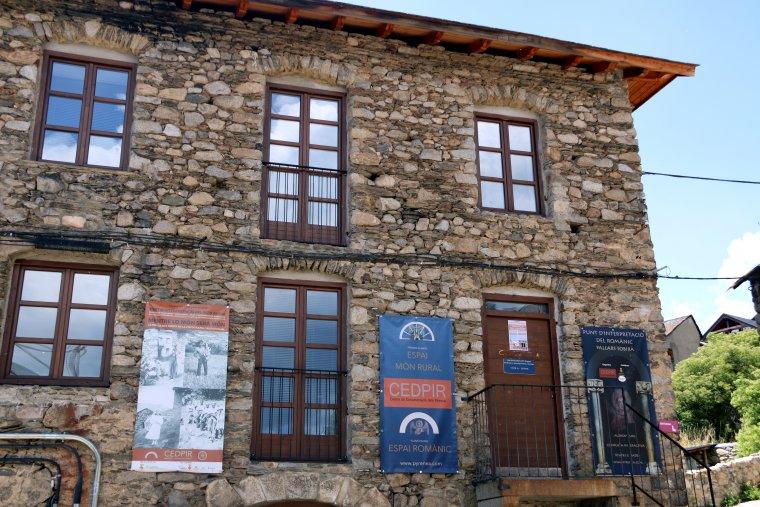 Imatge general de la façana del Punt d'interpretació del romànic al Pallars Sobirà