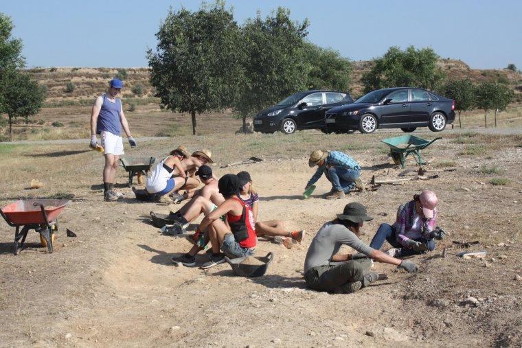 Més imatges dels joves al camp d'Almatà