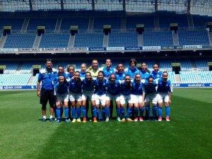 Imatge de Dani Rodrigo amb l'equip femení de l'AEM