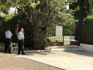 La porta del recinte on han tingut lloc els fets.