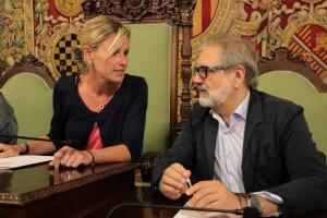 L'alcaldessa en funcions de Lleida, Montse Mínguez, amb el segon tinent d'alcalde i també aspirant a rellevar Ros, Fèlix Larrosa