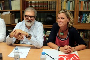 L'alcaldessa en funcions de Lleida, Montse Mínguez, i el primer secretari de l'agrupació local del PSC de Lleida ciutat, Fèlix Larrosa