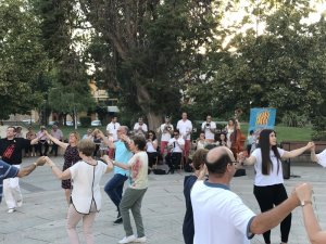 Participants de la ballada de sardanes a les Borges