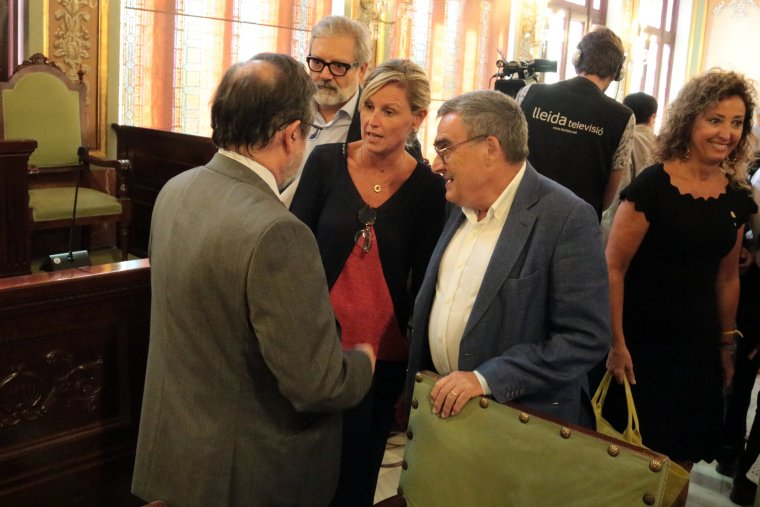 El ja exalcalde de Lleida, Àngel Ros, amb l'alcaldessa en funcions, Montse Mínguez