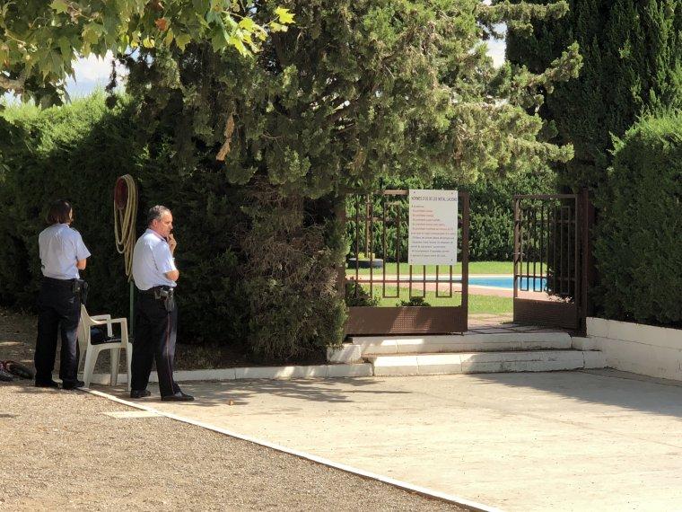 Imatge de la porta del recinte on va morir el nen a les Borges
