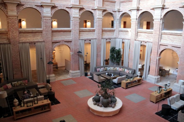 Pla obert del claustre del Parador de Lleida