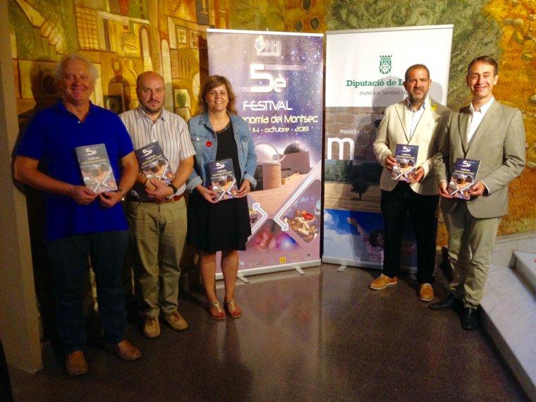 El director científic del Parc Astronòmic del Montsec, Salvador Ribas, amb els representants de la Diputació de Lleida i del Consell de la Noguera