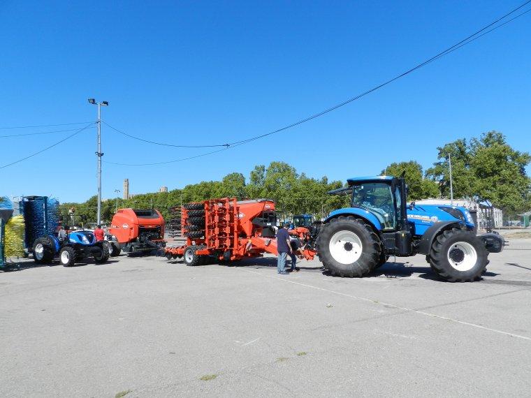 Els primers tractors a la fira