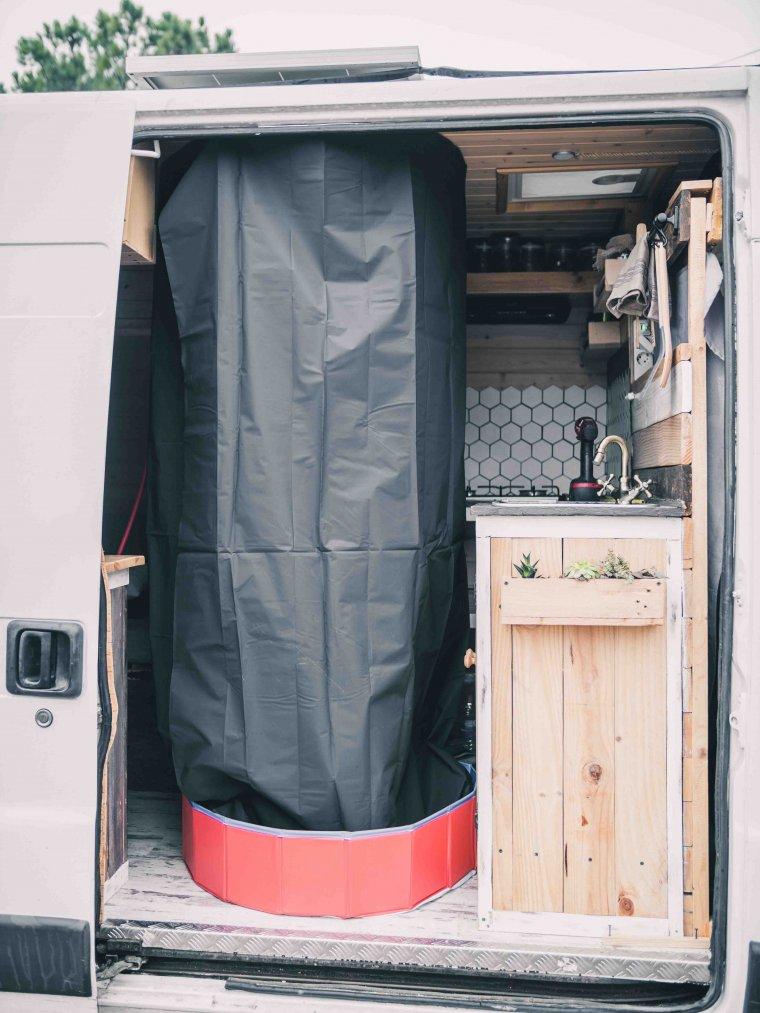 Imatge de la dutxa de la furgoneta
