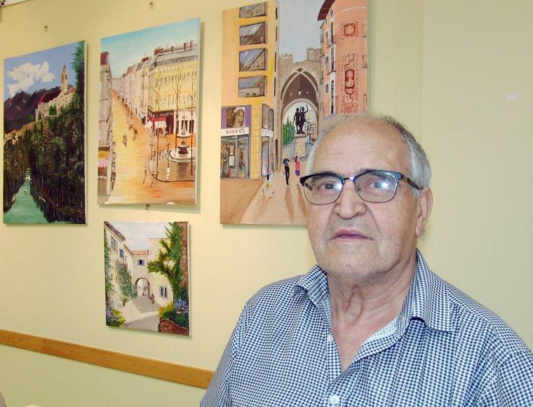 Imatge de l'artista amb l'obra
