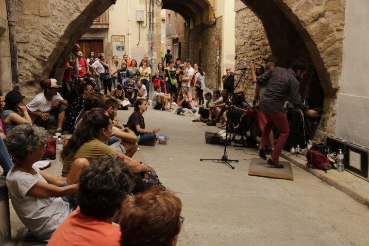 Imatge d'una actuació de claqué en ple carrer a Fira Tàrrega