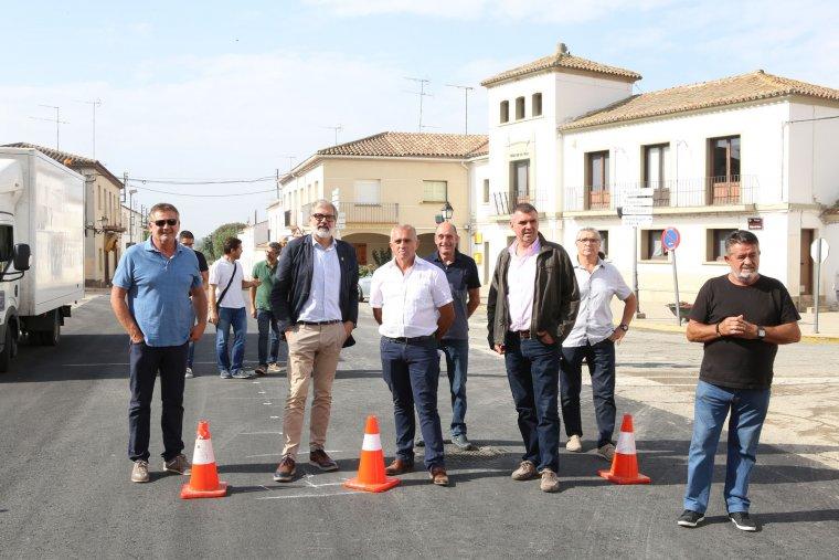 L'alcalde de Lleida, Fèlix Larrosa, visitant la finalització de la primera fase de les obres de la renovació del clavegueram de Sucs
