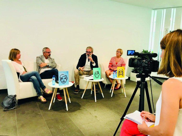Pla obert de la presentació a la Llotja de la nova temporada d'arts escèniques de Lleida