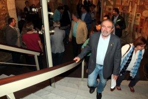 El president de la Diputació de Lleida, Joan Reñé, pujant les escales del Palau de la diputació lleidatana