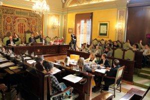 Els grups del PSC, Cs, PP, i la regidora no adscrita Salmeron votant