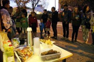 Esmorzar popular, convocat pel CDR, al centre cívic de la Mariola