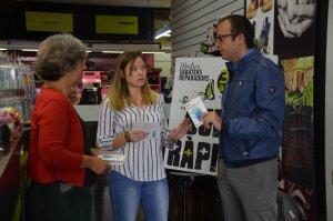 L'alcalde de Mollerusa en la campanya amb els comerços
