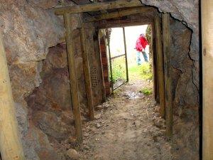 L'entrada de la mina Solita de Peramea, al Pallars Sobirà