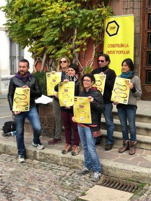 Membres de la CUP presentant la campanya 'Diners al carrer' el 30 d'octubre del 2018