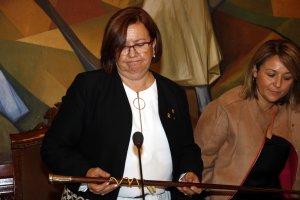 Pla mitjà on es pot veure la presidenta de la Diputació de Lleida, Rosa Maria Perelló