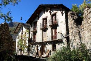 Primer pla d'una casa del poble d'Àrreu, al Pallars Sobirà