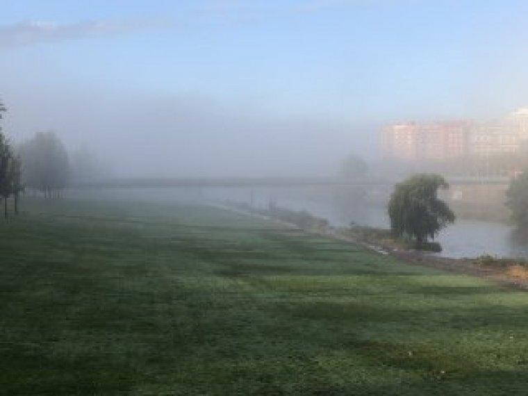 Imatge de la boira sobre el riu Segre aquest matí