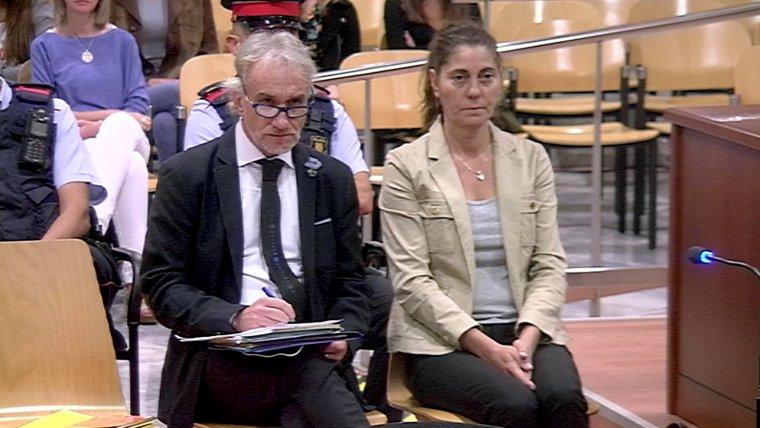 Imatge dels pares de la Nadia, asseguts al banc dels acusats a l'Audiència de Lleida